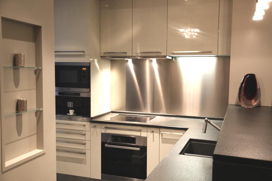 La cuisine moderne fonctionnelle et d corative deco 21 for Photos de petites cuisines