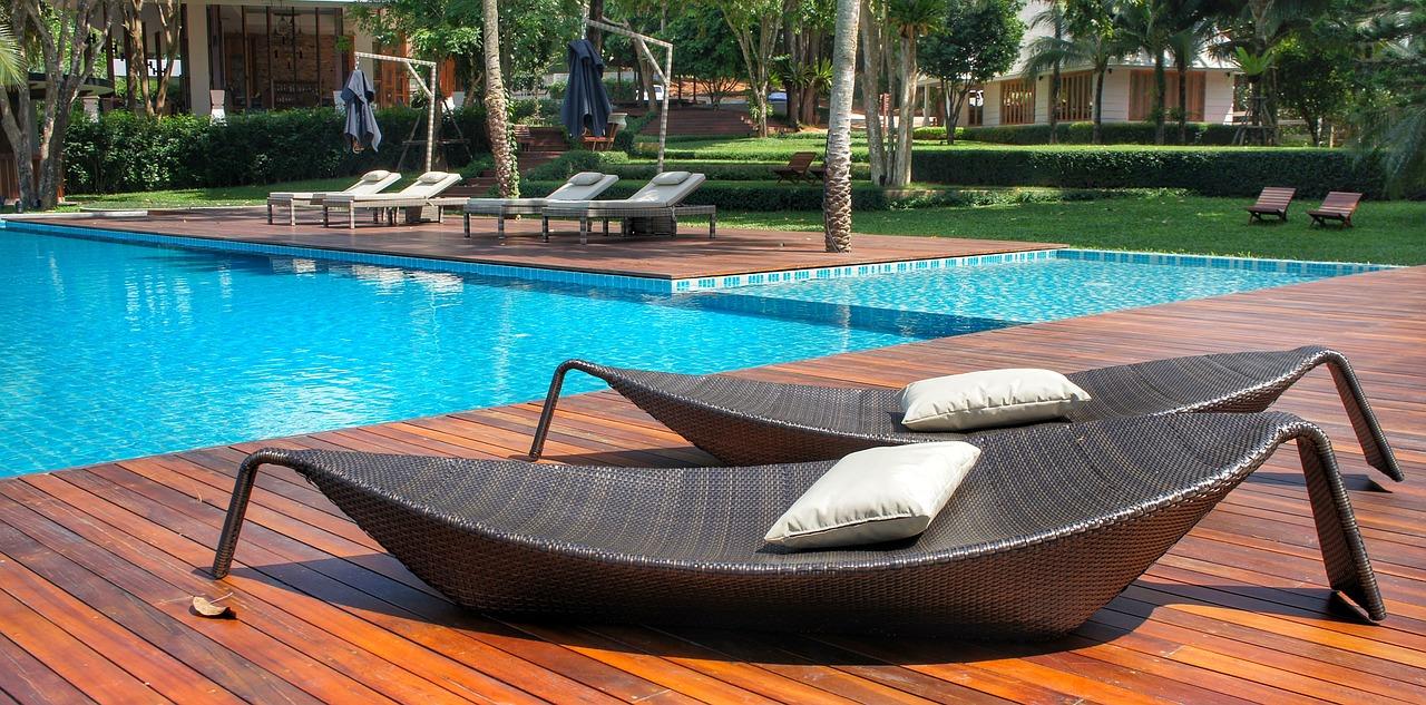 Revêtement piscine PVC : comment bien choisir (type et couleurs)