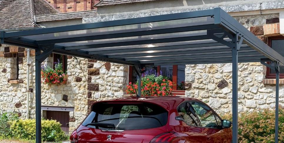 Comment construire un carport pour protéger sa voiture ?